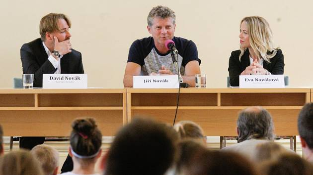 V rámci jednoho z předchozích ročníků hovořil i bývalý tenista Jiří Novák, vpravo ředitelka Eva Nováková.