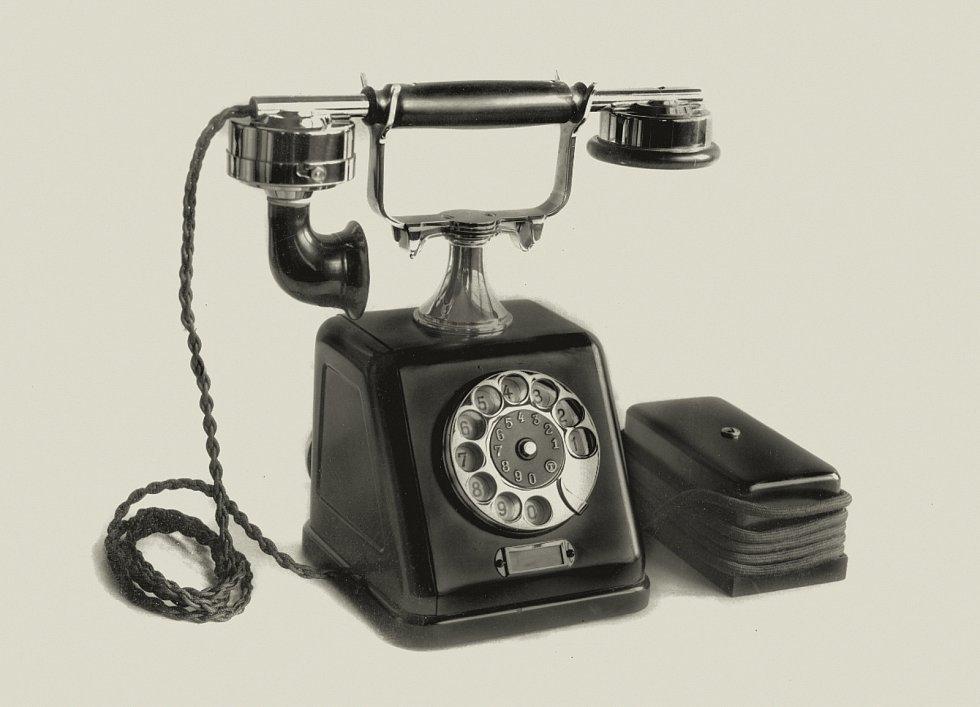 První automatický telefonní přístroj vyráběný v Telegrafii, 1924 Foto: Východočeské muzeum v Pardubicích