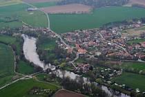 Most přes Labe v Kuněticích.