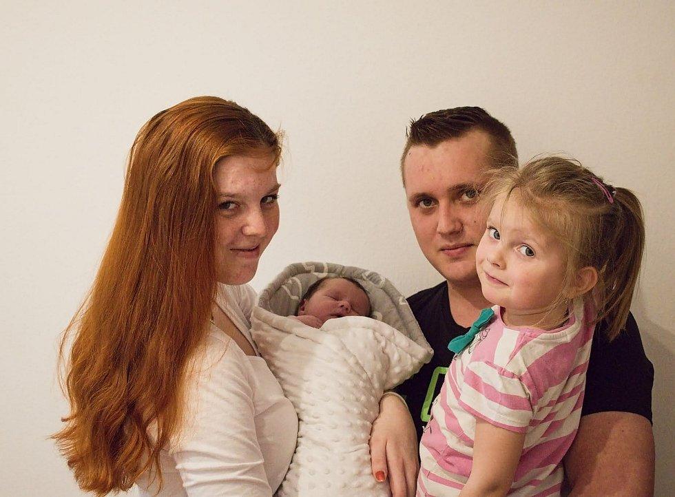 Sofia Dolejšová se narodila 8. 4. 2021 v 0:04 hodin. Svými mírami 3130 g a 50 cm udělala radost rodičům Nikole Zlatohlávkové a Lukáši Dolejšovi. Doma se na sestřičku těšila tříletá Emma. Rodina bydlí v Nasavrkách.