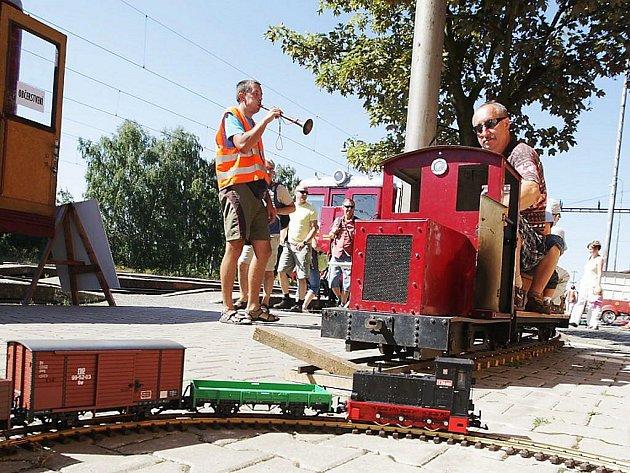 """Výstava """"zahradních"""" vláčků v železničním muzeu v Rosicích nad Labem"""