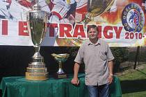 Návštěvníci měli možnost vyfotit se s pohárem, který už nejednou drželi v rukách i pardubičtí hokejisté.