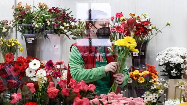 Květinářství v Černé za Bory je na MDŽ připravené.