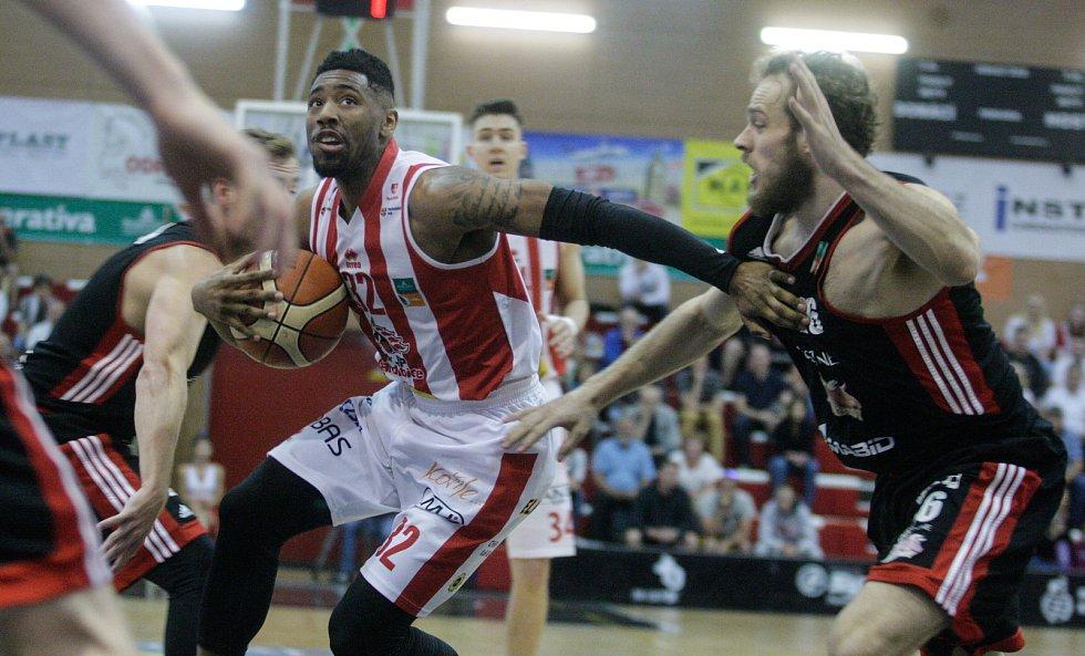 Basketbalový duel o 3. místo Pardubice - Svitavy 71:65