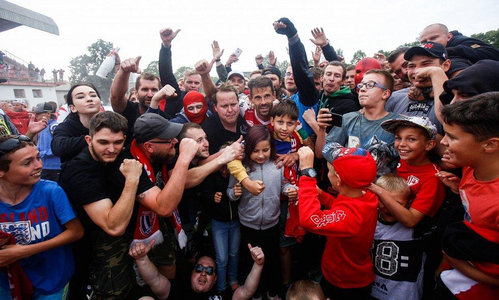 Pardubičtí fotbalisté slaví postup do první ligy