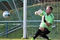 LAPÁK... V duelu s Českou Třebovou spoluhráči Pavla Zahradníka nepodrželi. V penaltách jim ukázal, jak se to má dělat.