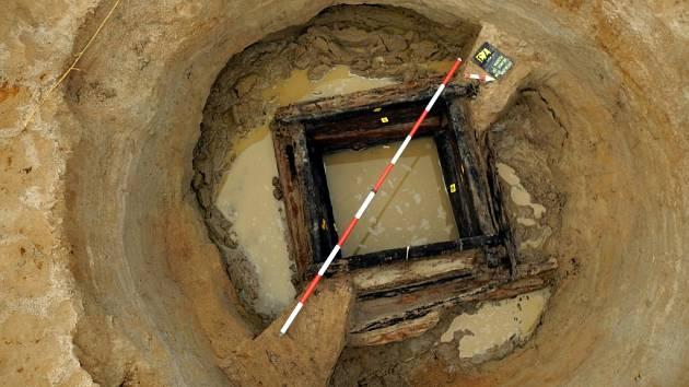 Studny u Stéblové byly zřejmě pozůstatky původní polohy obce. Ta se celá musela stěhovat poté, co kvůli výstavbě rybníků v okolí Pardubic rodem Pernštejnů stoupla hladina spodní vody, která obec silně podmáčela.