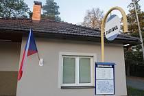 V obci Moravanský na Pardubicku volí občané do Komunálních voleb 2018 v hasičské zbrojnici, která zároveň slouží i jako autobusová zastávka.