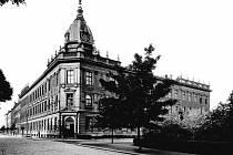 LABORATOŘE v budově na Leninově náměstí (dnes Československých legií), snímek z 50. let.