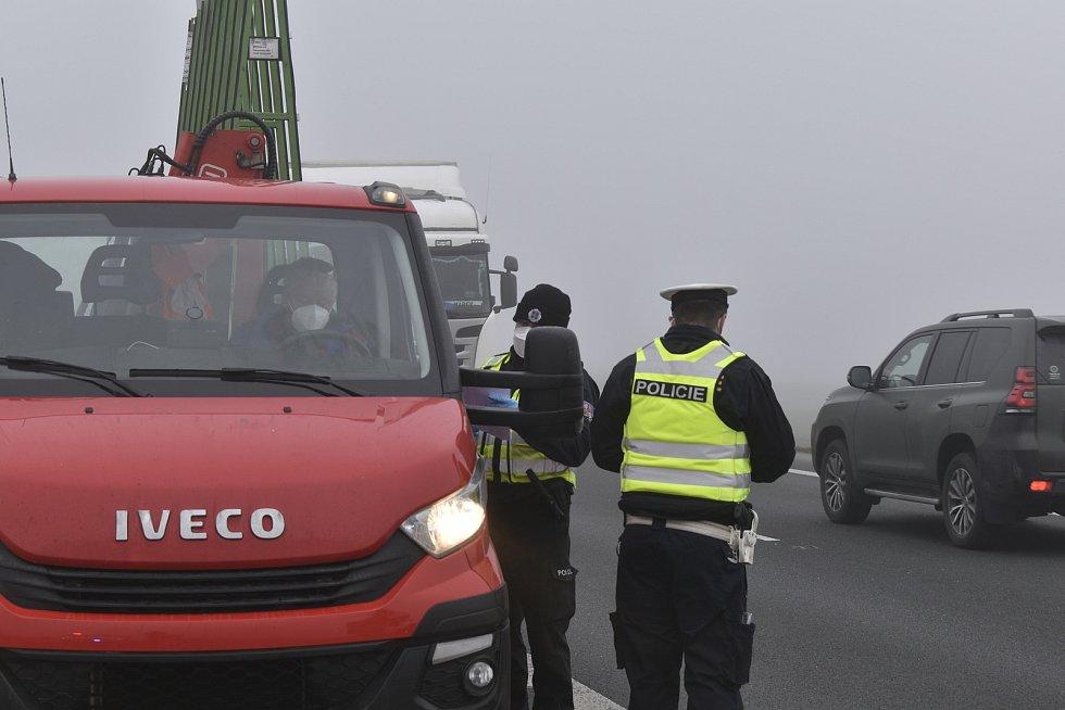 Policejní hlídky kontrolovaly řidiče mezi okresy Chrudim a Pardubice.