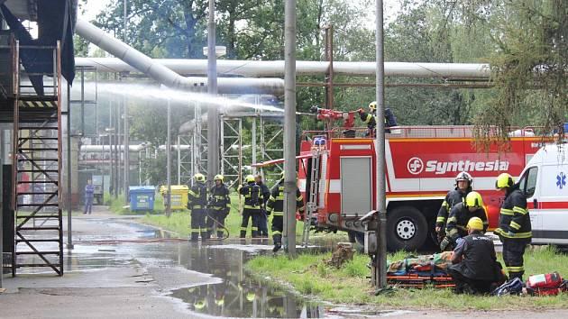 Likvidace následku výbuchu v pardubické Explosii 21. srpna 2017.