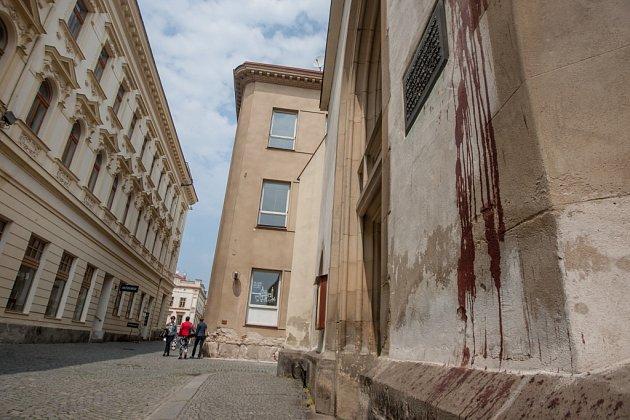 Cákance 'krve' se vPardubicích objevily zase. Tentokrát se cílem útoku stal kostel Zvěstování Panny Marie.
