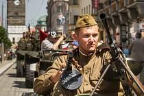 Průvod vítězství v ulicích Pardubic oslavil 70. výročí konce druhé světové války.