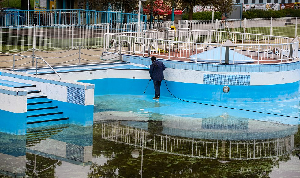 Přípravy na znovuotevření v Aquacentrum Pardubice