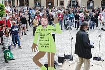 Protest proti projektu Revitalizace Tyršových sadů před pardubickou radnicí.