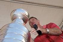 Dominik Hašek se Stanley Cupem