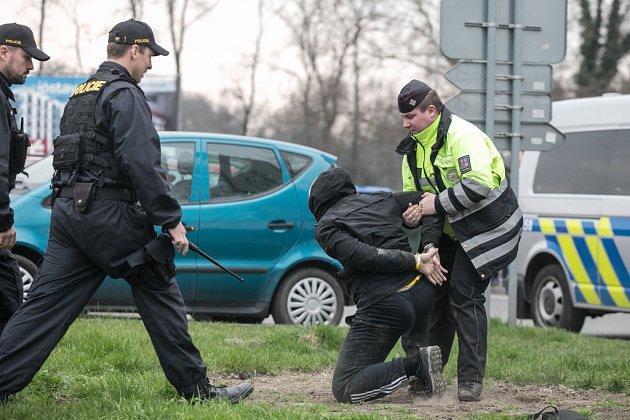 Jeden zpříznivců Pardubic se po konci utkání octl vpoutech poté, co odmítl uposlechnout výzev policistů.