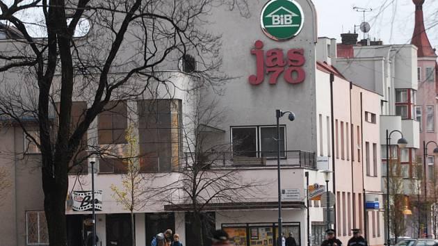 Kolem Jasu není jasno. Co bude s bývalým pardubickým kinem? Majitel budovy Marek Svatoš už opatrně hovoří o tom, že by byl ochoten jednat i s jiným investorem než se Zaharou.