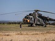 U Libanic na Chrudimsku nouzově přistál vrtulník Mi-17 pardubického Centra leteckého výcviku. Z motoru stroje se za letu začalo kouřit.