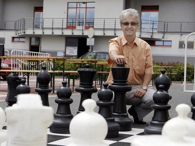 KRÁLOVSKÁ HRA. Základ ke vzniku Czech Open daly šachy. Jeho ředitel Jan Mazuch se může potutelně usmívat.