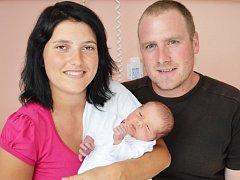 VÁCLAV RENSA. První syn Veroniky a Jana z Poličky se narodil 26. srpna ve 12.22 hodin. Měřil 53 centimetrů a vážil 3,7 kilogramu. Statečný tatínek si na příchod synka počkal na porodním sále.