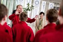 Pardubičtí pěvci zpívali guvernérce Tokia o lásce