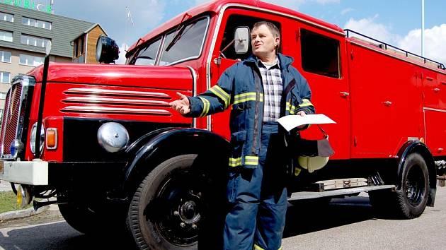 Jiří Svoboda. Hasič, který k požárům jezdil od roku 1971 - tedy celých 37 let.