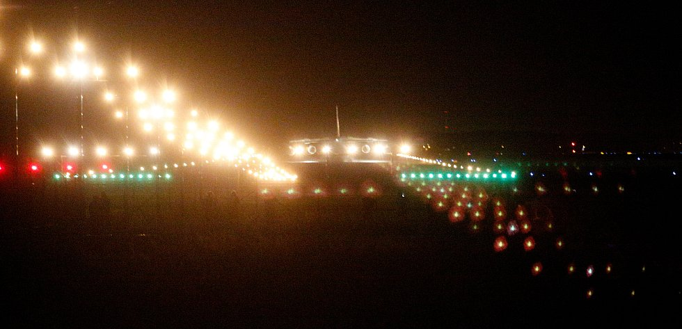Na pardubickém letišti přistál nákladní speciál Antonov An-124-100M Ruslan s nákladem  pět milionů roušek, dva miliony respirátorů, 200 tisíc rychlotestů, 120 tisíc ochranných obleků a 80 tisíc brýlí.