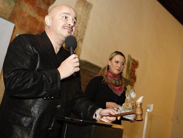 Zdeněk Izer dražil pro SKP Centrum