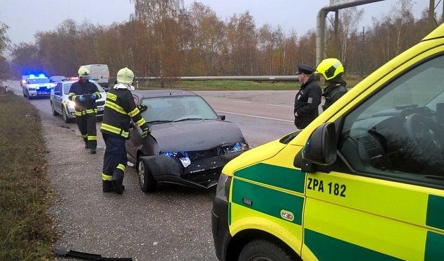 Dopravní nehoda před chvaletickou elektrárnou si vyžádala jedno zranění.