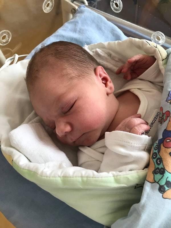 Valdemar Líbal se narodil 14. 7. v 10:36 hodin Vendule a Tomášovi z Chacholic. Vážil 3820 g a měřil 51 cm.