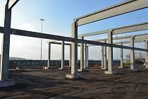 Kostra stavby letištního terminálu se již rýsuje. Celá hrubá stavba by měla být hotova na jaře.