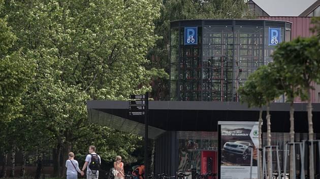 Cyklověž u pardubického hlavního nádraží.