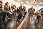 Noc divadel ve Východočeském divadle Pardubice. Prohlídky, Hra i vlastní divadelní představení. To vše si mohli návštěvníci vyzkoušet.