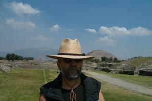 Docent Kašpar na vykopávkách v Teotihuacánu