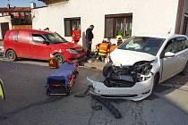 Střet dvou osobních vozidel v Přelouči