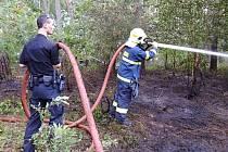 Při likvidaci požáru pomáhali i strážníci
