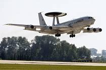 Boeing E3A Sentry AWACS na pardubickém letišti