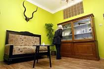 Salonek manželů Holubových najdete v prvním patře holického kulturního domu.
