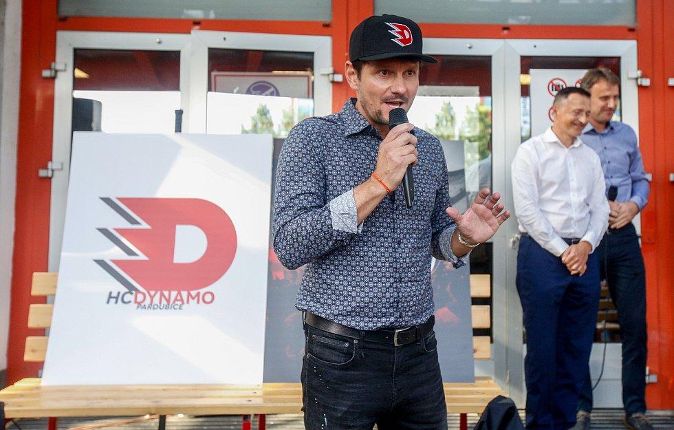 Slavnostní odhalení nového loga týmu HC Dynamo Pardubice.