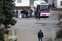Transport vězňů provázejí náležitá bezpečnostní opatření