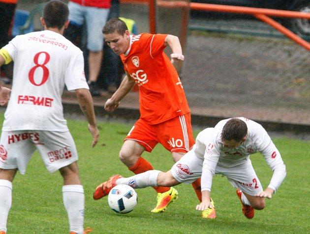Z divizního fotbalového derby Živanice - Pardubice B (3:1).