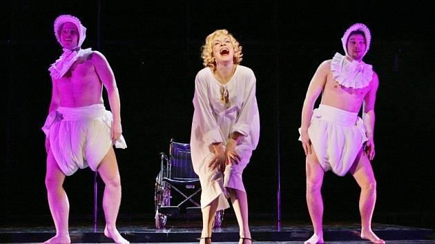 Muzikál Chicago na prknech Východočeského divadla v Padubicích