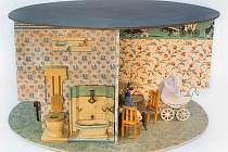 Kruhový domeček pro panenky - muzejní hračkářství.