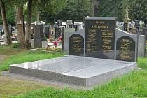 Město opravilo hrob spisovatele Johna.