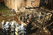Tělo mrtvého muže nalezli hasiči v troskách kůlny