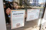 Nemocnice vyhlásily až do odvolání zákaz návštěv