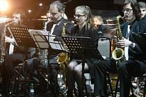 Hrajeme spolu za Pardubice - spojení hudby a basketbalu v Pardubicích.