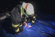 Nepříjemný večer. Střechou domova s pečovatelskou službou v Přelouči začala prosakovat voda.