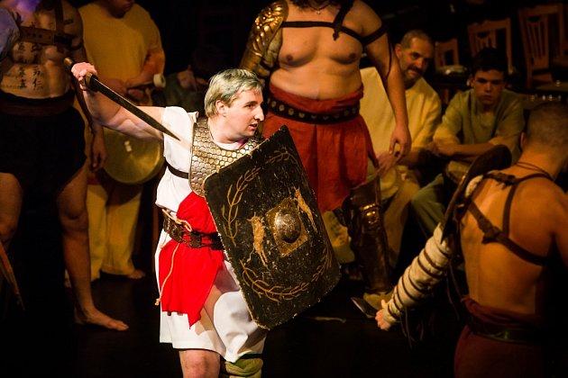 Škola Svítání při Noci grácií bojovala se vzbouřenými gladiátory.